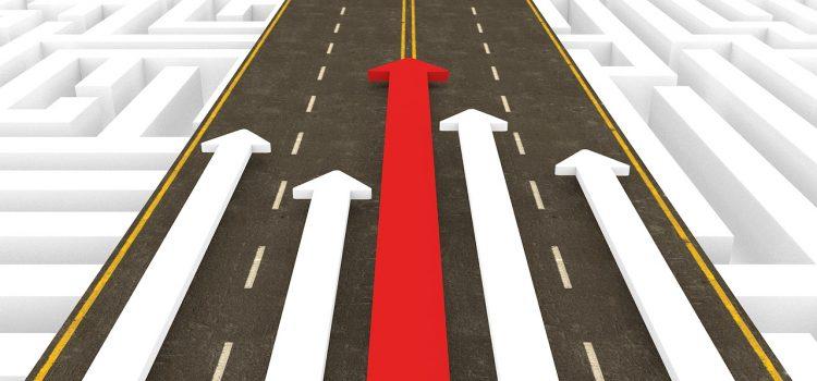 今いる社員からリーダーを育てるべきか、外からリーダー人材を入れるべきか
